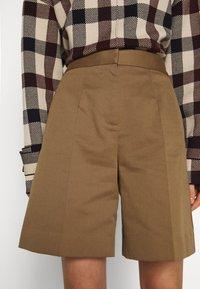 Victoria Victoria Beckham - Shorts - fawn brown - 3