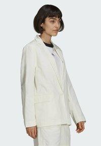 adidas Originals - TENNIS LUXE BLAZER ORIGINALS JACKET - Blazer - off white - 2