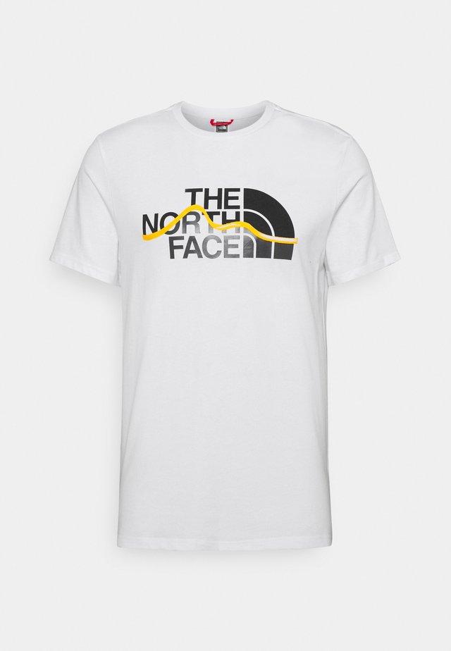 MOUNTAIN LINE TEE - T-shirt imprimé - white/summit gold