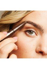 Maybelline New York - BROW EXTENSIONS - Eyebrow pencil - 5 medium brown - 4