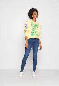 Vero Moda - VMTANYA PIPING - Jeans Skinny - dark blue denim - 1