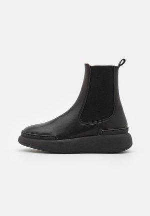 SIGNE - Kotníkové boty na platformě - black