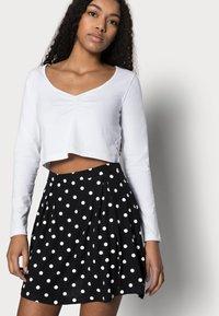 Even&Odd Petite - A-linjekjol - black/multi-coloured - 3