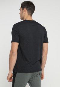 Oakley - BARK - T-Shirt print - blackout - 2