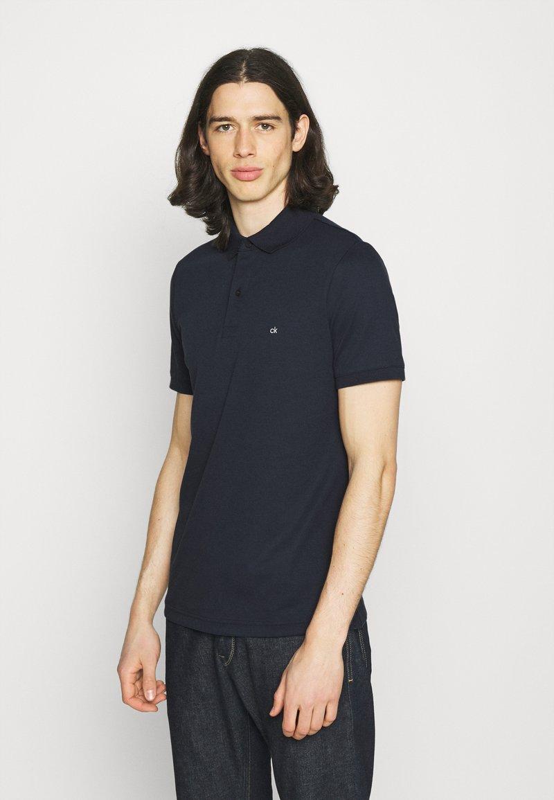 Calvin Klein - LIQUID TOUCH SLIM FIT - Polotričko - calvin navy