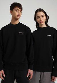 Napapijri - B-PATCH CREW - Sweatshirt - black - 1