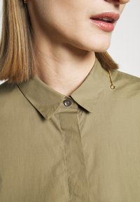 CLOSED - HAILEY - Button-down blouse - green umber - 5