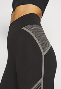 Puma - EVOSTRIPE EVOKNIT - Leggings - black - 6