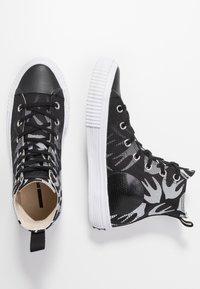 McQ Alexander McQueen - SWALLOW PLIMSOLL  - Vysoké tenisky - black/optic white - 3
