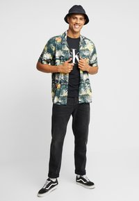 Calvin Klein Jeans - ICONIC MONOGRAM SLIM TEE - Print T-shirt - black - 1