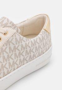 MICHAEL Michael Kors - POPPY - Sneakers laag - white - 6