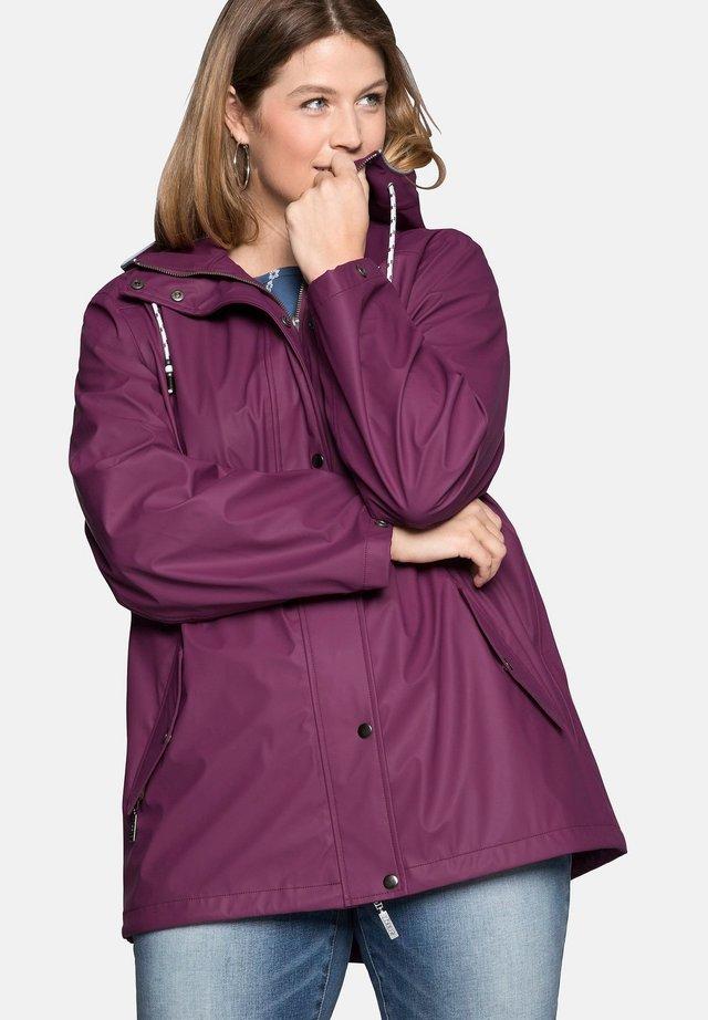 Waterproof jacket - berry