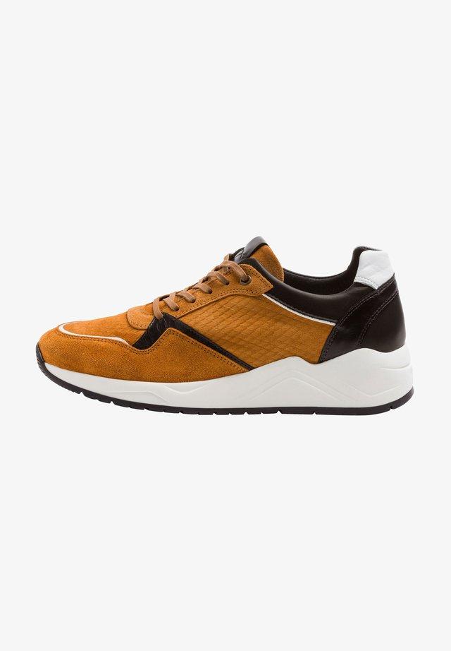 Sneakers laag - safran