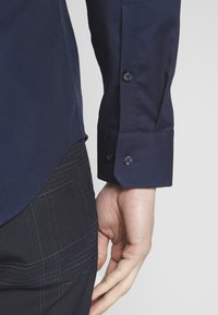Seidensticker - BUSINESS KENT - Formal shirt - dark blue - 3