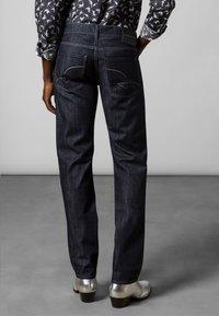 Baldessarini - 5-POCKET JACK - Straight leg jeans - dark blue rinsed - 2