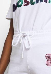 Love Moschino - Pantalon de survêtement - white - 3