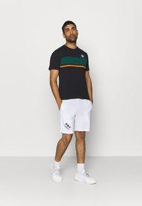 sergio tacchini - FELUGA - Print T-shirt - black/botanical - 1