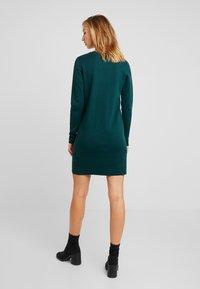 Vero Moda - VMDIANE V-NECK DRESS - Pletené šaty - ponderosa pine - 3