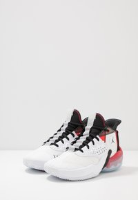 Jordan - JUMPMAN DIAMOND 2 MID - Basketbalové boty - white/black/university red - 2