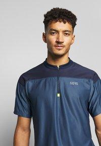 Gore Wear - ZIP TRIKOT - Print T-shirt - deep water blue/orbit blue - 3