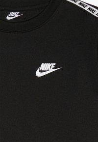Nike Sportswear - NIKE SPORTSWEAR RUNDHALSSHIRT FÜR ÄLTERE KINDER - Sweatshirts - black/white - 3