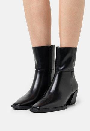 ALINA - Støvletter - black