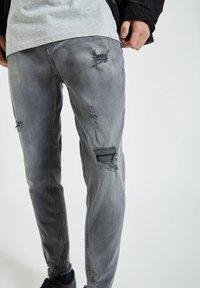 PULL&BEAR - Zúžené džíny - grey - 3
