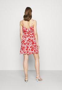 Forever New - BEA RUFFLE MINI DRESS - Robe d'été - ruby - 2