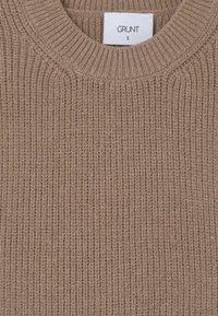 Grunt - ANN  - Strickpullover - sand melange - 2