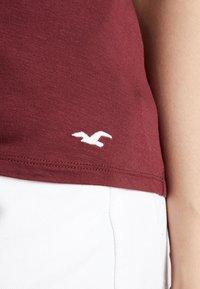 Hollister Co. - SHORT SLEEVE EASY VEE TEE - Basic T-shirt - burgundy - 4