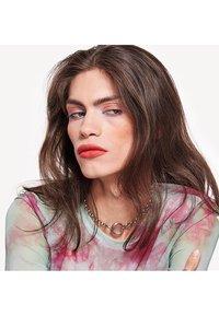 Urban Decay - VICE LIPSTICK RENO MATTE - Lipstick - 10 the big one - 2