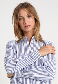 Gina Tricot - JESSIE - Button-down blouse - cobolt blue - 3