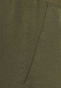 MAMALICIOUS - MLELLENA WOVEN - Shorts - olivine - 2