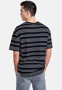 NEW IN TOWN - Print T-shirt - night blue - 2