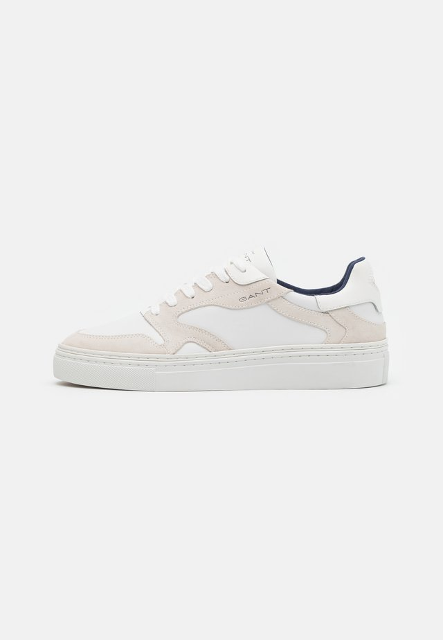 MC JULIEN - Sneakers laag - bright white