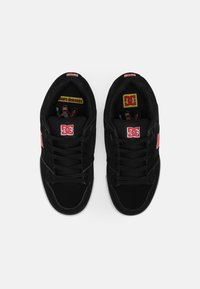 DC Shoes - BOBS PURE UNISEX - Tenisky - black/white/red - 3