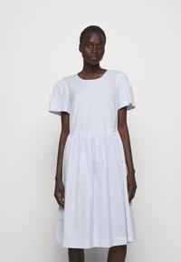 DESIGNERS REMIX - UMBRIA DRESS - Denní šaty - cream/blue - 0