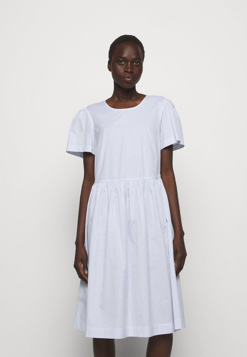 DESIGNERS REMIX - UMBRIA DRESS - Denní šaty - cream/blue