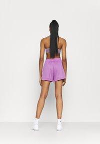 Nike Performance - ATTACK  - Urheilushortsit - violet shock/white - 2
