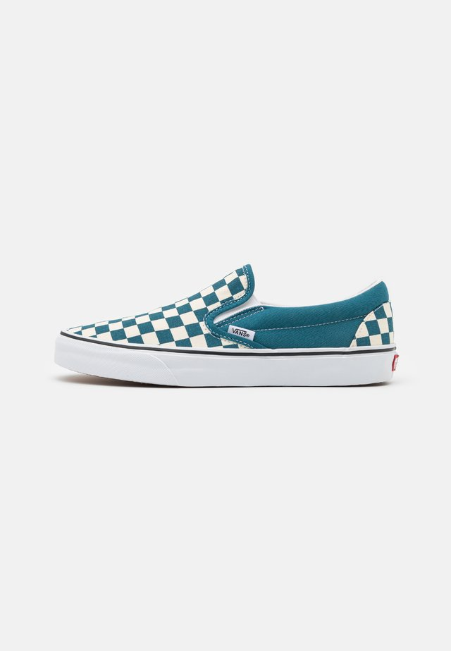 CLASSIC SLIP-ON UNISEX - Instappers - blue coral/true white