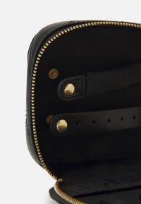 Tory Burch - KIRA CHEVRON JEWELRY BOX - Wash bag - black - 3
