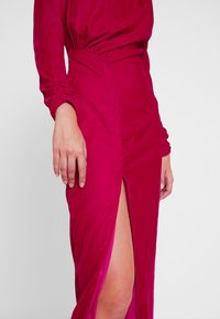 Hope & Ivy Tall - RUCHED SHOULDER AND WAIST DETAIL MIDI DRESS - Juhlamekko - red - 5