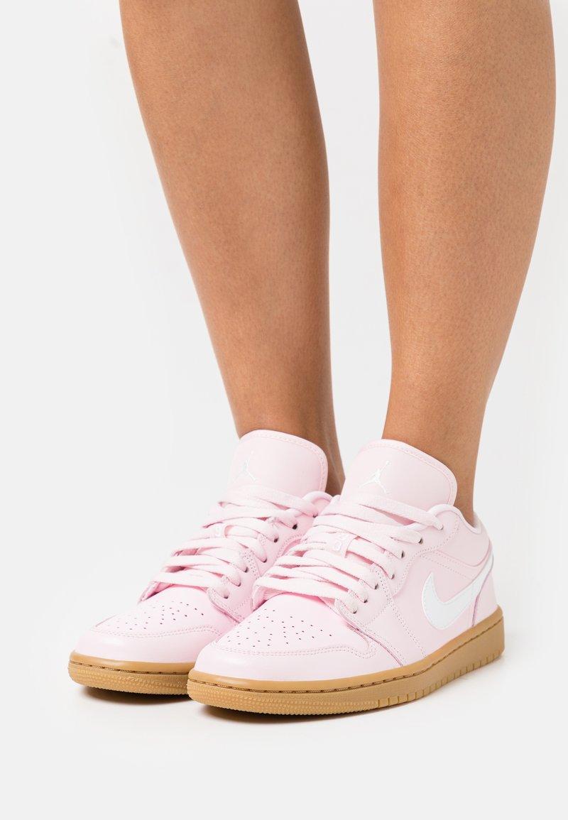 Jordan - AIR 1 - Trainers - arctic pink/white/light brown
