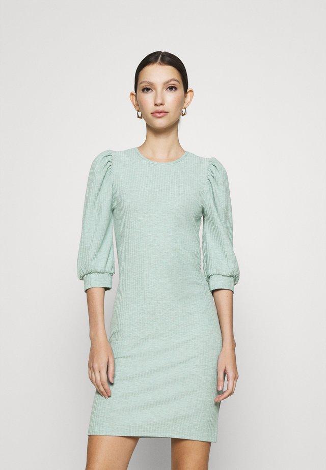 ONLNELLA PUFF DRESS - Jerseykjole - chinois green