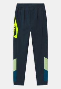 Nike Sportswear - CORE AMPLIFY  - Trainingsbroek - deep ocean/light liquid lime - 1