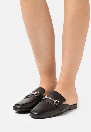 KORI - Sandalias planas - black