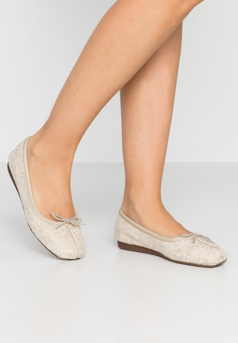 Clarks Unstructured - FRECKLE ICE - Ballet pumps - offwhite