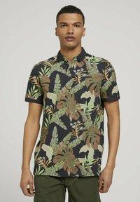 TOM TAILOR DENIM - Polo shirt - tropical monstera leaf print - 0