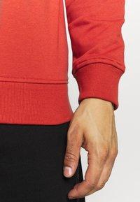 Urban Classics - BASIC CREW - Sweatshirt - burnedred - 5