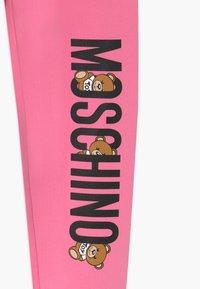 MOSCHINO - ADDITION - Verryttelyhousut - dark pink - 3